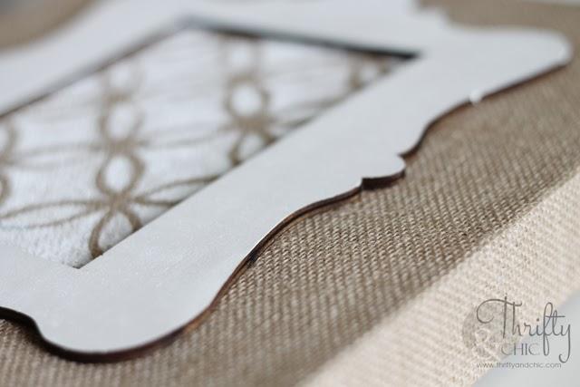 通过thriftyandchic.com的钢印横向粗麻布艺术