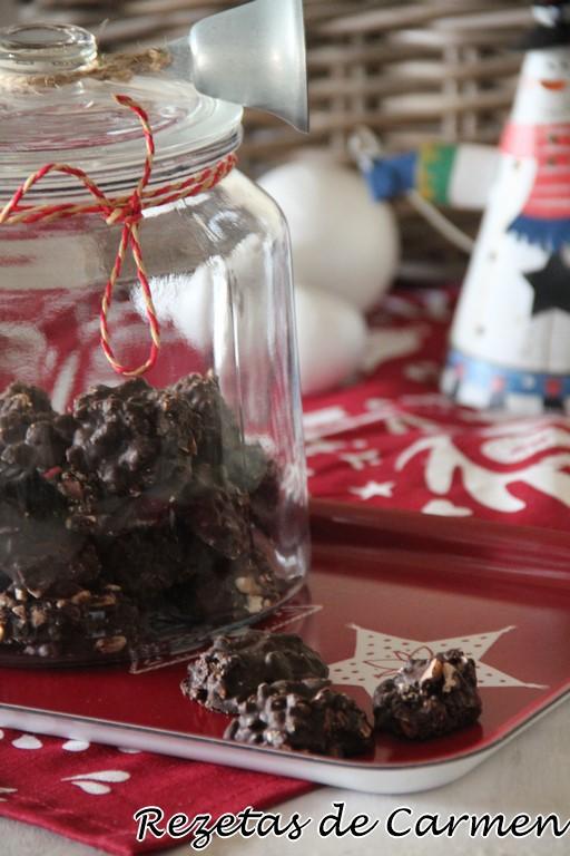 Rocas de chocolate y almendras