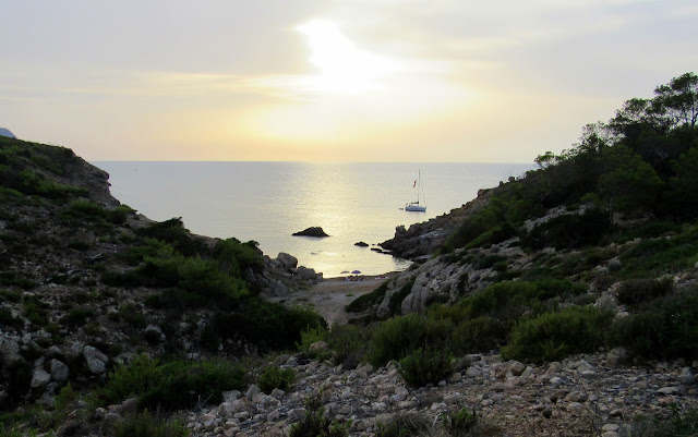 Calas solitarias de Ibiza. Puesta de sol en Ibiza