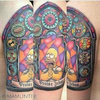 tatuaje homero simpson rezando