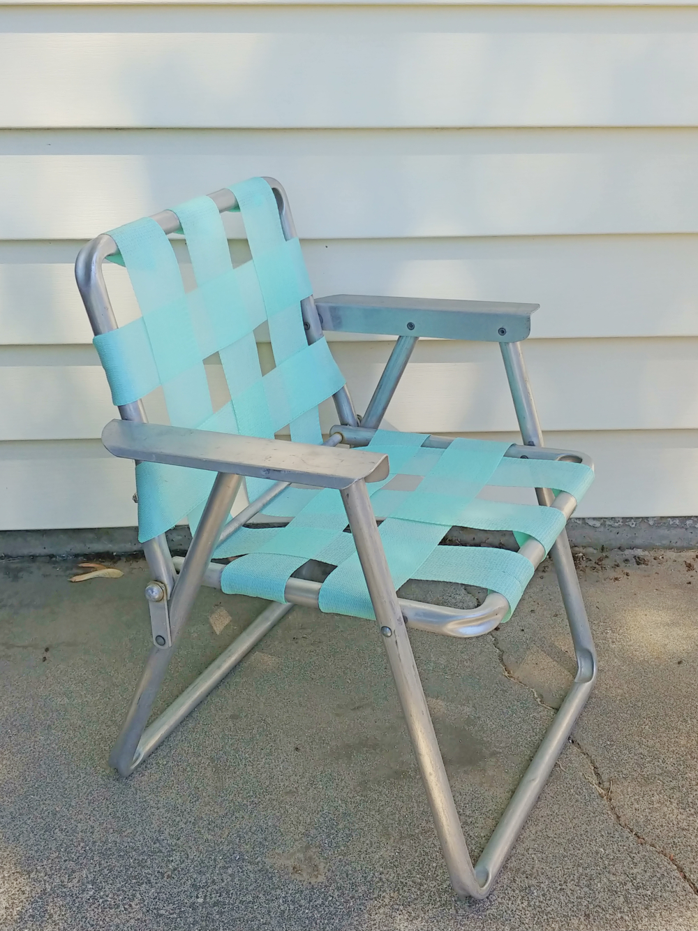 tiny children's lawn chair
