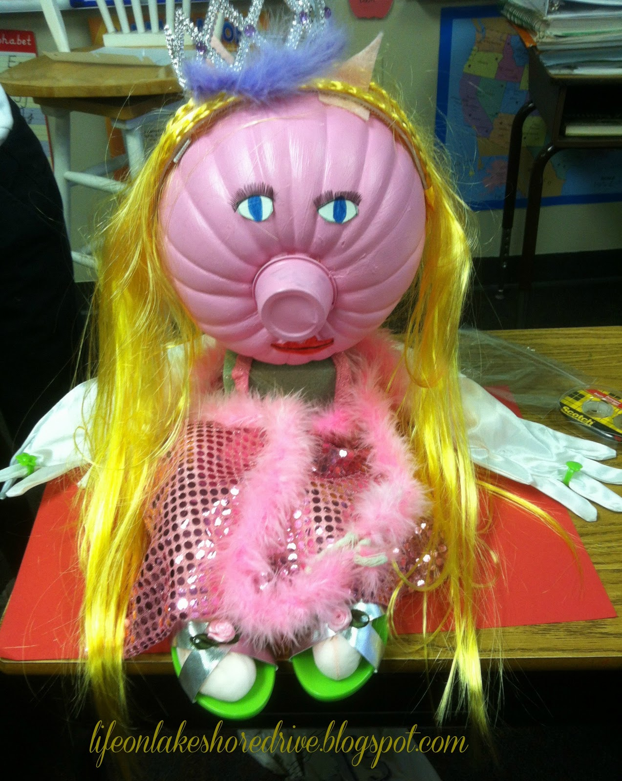 No Carve Pumpkin Decorating Ideas Miss Piggy  & No Carve Pumpkin Ideas |Life on Lakeshore Drive