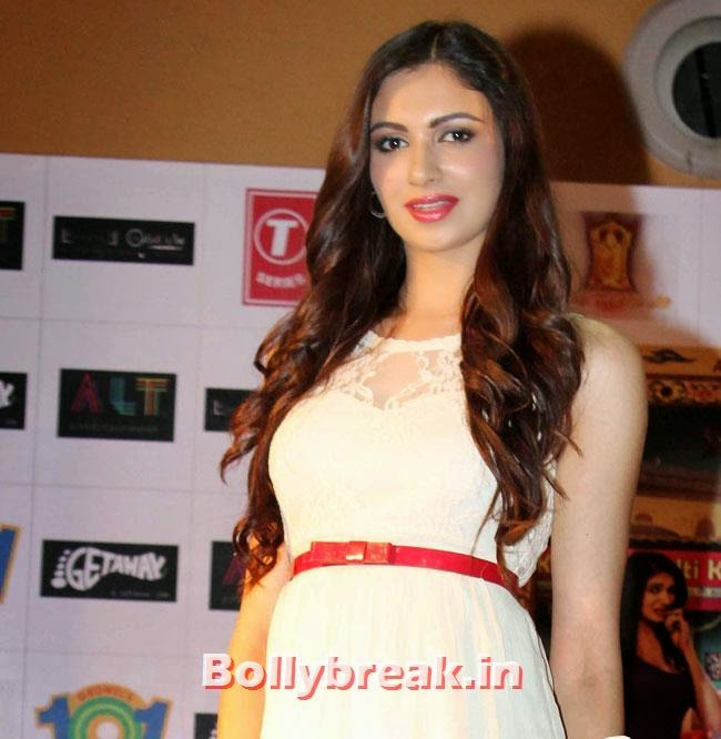 Simran Kaur Mundi, Simran Kaur Mundi sizzles in White Dress at Kuku Mathur Ki Jhand Ho Gayi Promotion