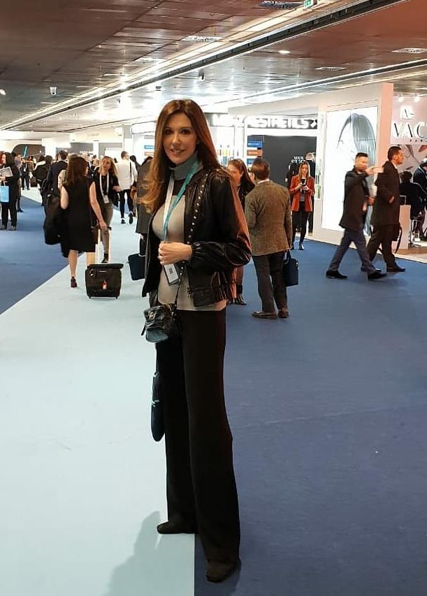La doctora Raquel Moreno en el IMCAS World Congress 2019 en París