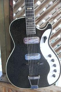 canadian vintage guitar hunt 1960 silvertone 1423 electric guitar. Black Bedroom Furniture Sets. Home Design Ideas