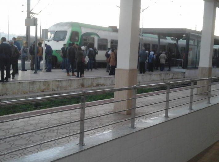 عاجل .. توقف حركة القطارات بمحطة بوسكورة بسبب احتجاج المسافرين