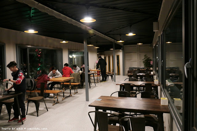 IMG 9852 - 台中沙鹿│帆杋望海。超級隱密的夜景咖啡廳!繽紛色彩貨櫃屋在夜裡也超夢幻!