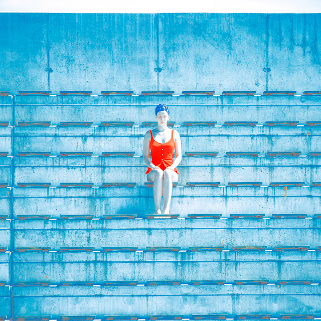 Tribune foto proyecto de Maria Svarbova | imagenes chidas surrealistas | cool photos | blue atmosphere aesthetic