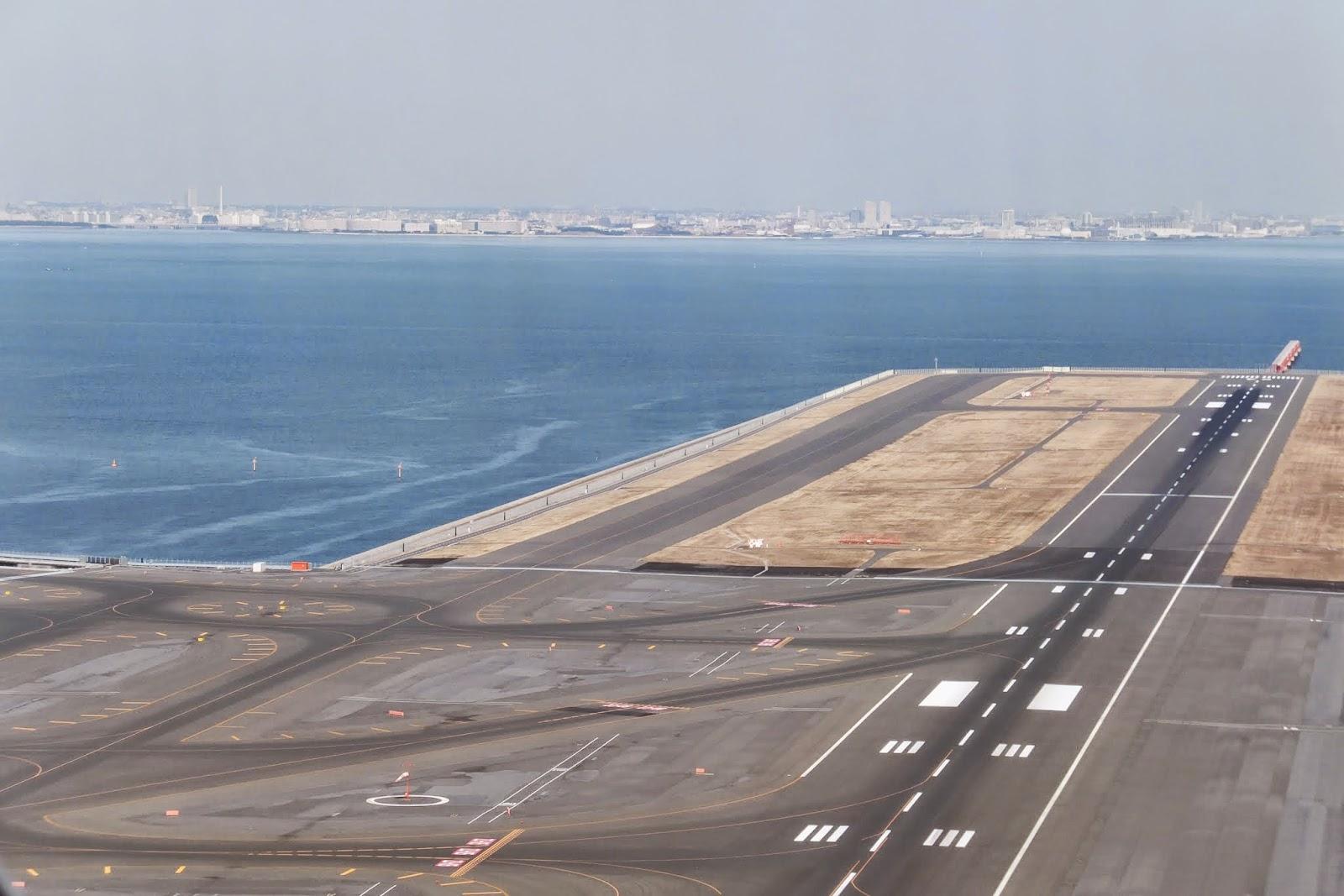 haneda-airport-runway