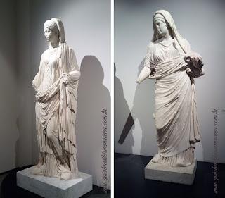Esculturas de sacerdotisas vestais