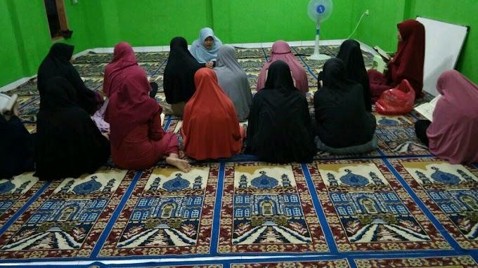 Mahasantri Pertama Hafal 30 Juz Al Quran