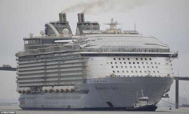 Είναι δύσκολο να χαρακτηρίσει κανείς το «Harmony of the Seas (HOTS)» ως κρουαζιερόπλοιο, αφού μοιάζει περισσότερο με μία πόλη που επιπλέει.  Το HOTS που έκανε το ντεμπούτο του πριν από μερικούς μήνες στο Ρότερνταμ έχει πλάτος περίπου 66 μέτρα και μήκος 362 μέτρα.    Το κρουαζιερόπλοιο μπορεί να φιλοξενήσει 8.500 άτομα από τα οποία οι 6.780 μπορούν να είναι επιβάτες.    Η εταιρεία Royal Caribbean φημολογείται ότι ξόδεψε παραπάνω από 1 δισεκατομμύριο δολάρια για να κατασκευάσει το πλοίο με 18 καταστρώματα, 23 πισίνες, 42 μπαρ και σαλόνια, τσουλήθρες, ένα θέατρο, σπα, χώρο που μπορείτε να κάνετε τα ψώνια σας, γυμναστήριο, ακόμα και παγοδρόμιο.  Πάρτε μια μικρή ιδέα..