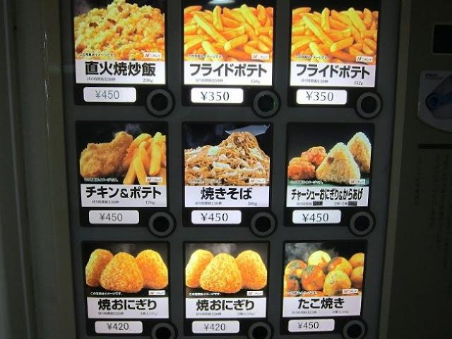 Devido à pressão do trabalho no gigante asiático, é possível encontrar máquinas de venda de alimentos como: batatas fritas, ovos, massas, frango cozido, etc.