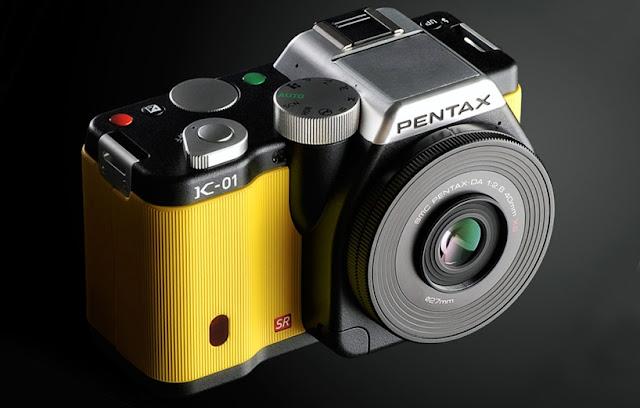 La Pentax K-01 in livrea gialla