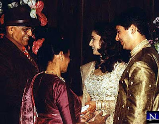 Madhuri Dixit Married with NRI DR. Nene: Madhuri Wedding ...