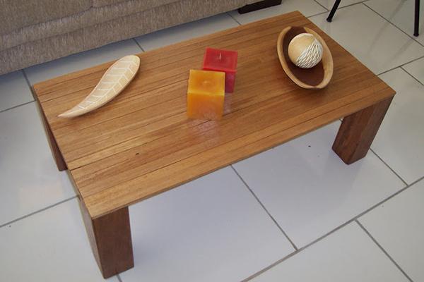 mesa-de-centro-feito-com-sobras-madeira-abrir-janela