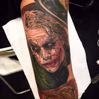 Tatuaje de The Joker Heath Ledger a colores