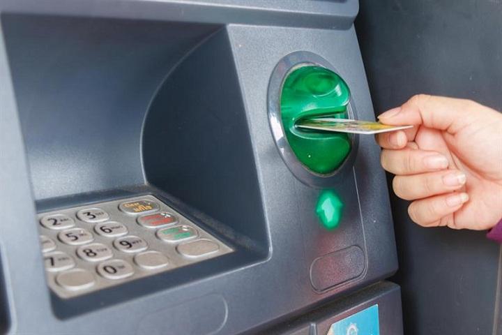 Beberapa Hal yang Menyebabkan Kartu ATM Tertelan Mesin