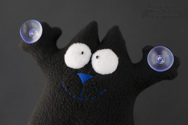 Кот Саймон чёрный на присосках с яйцами.