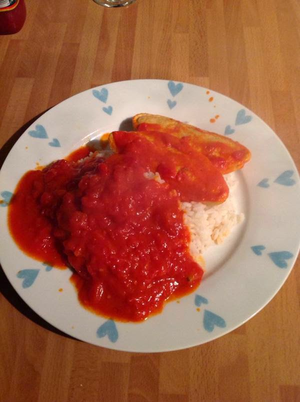 Quorn 'chicken style' fillets with spicy tomato sauce and rice
