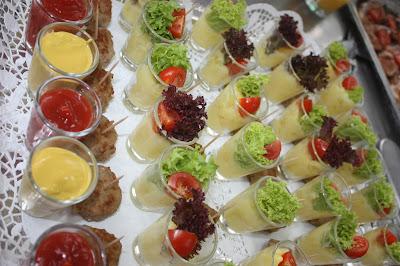 Fleischpflanzerl mit Kartoffelsalat, Trachtenhochzeit in den Bergen von Bayern, Riessersee Hotel Garmisch-Partenkirchen, Wedding in Bavaria
