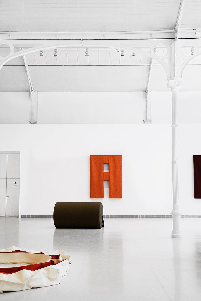 Ausstellung von Franz Erhard Walther in Madrid