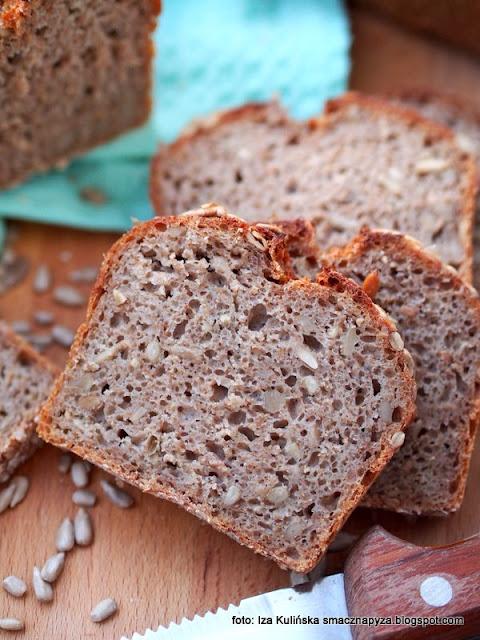 chleb na zakwasie , domowy chleb , chleb żytnio orkiszowy ze słonecznikiem , zakwas chlebowy , bochenek , chleb pełnoziarnisty , ziarno słonecznika , domowa piekarnia , moje wypieki , chlebek , chlebuś , kuchnia polska , domowe pieczywo
