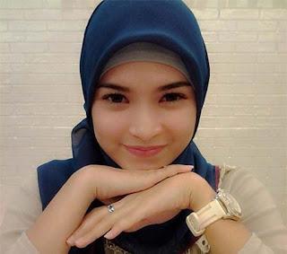 Paramitha Putri Pakai Hijab