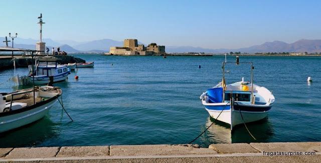 Porto de Nafplio e o forte do Bourtzi