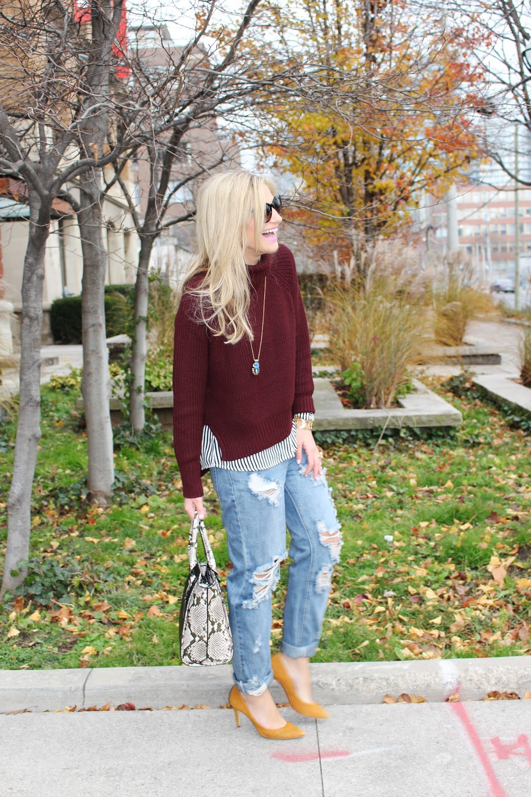 bijuleni-ripped jeans with sweater and heels look