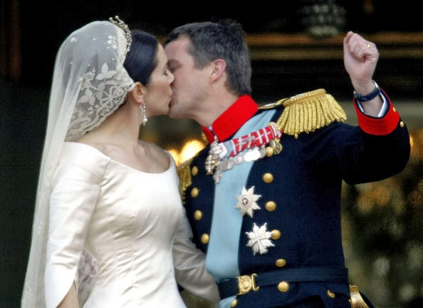 Another Kiss For A Beautiful Bride The New Crown Princess Of Denmark And Her Husband Make Their Balcony Earance After Wedding In May 2004