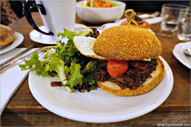 Maman's Breakfast Sandwich de Maman en Nomad, Nueva York