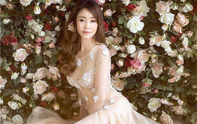 50-річна китаянка Цинь Лін розповіла, як їй вдається зберігати красу та молодість.