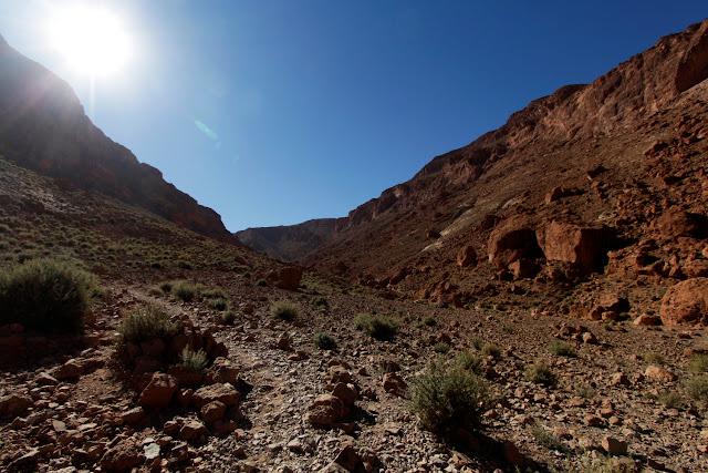 Camino de la ruta de trekking en las gargantas del Todra