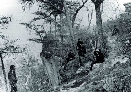 General Ulysses S. Grant (izquierda) con General John Rawlins, General Joseph Webster, Coronel Clark Lagow y Coronel Killyer en Lookout Mountain, Tennessee, 1863