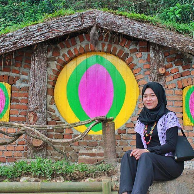 Rumah Hobbit Taman Tirtasari
