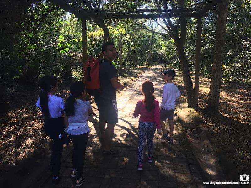 Cachoeiras da Serra da Bodoquena com crianças