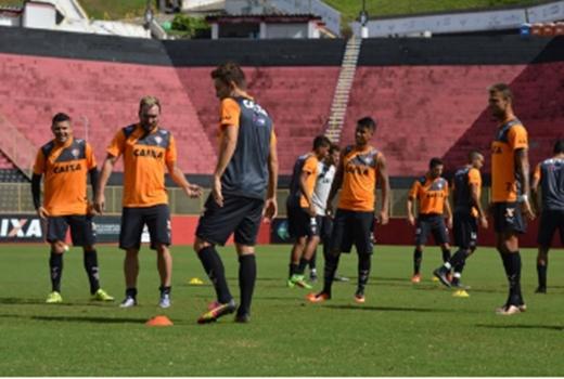 Vitória encara o Flamengo em busca do primeiro triunfo fora de casa