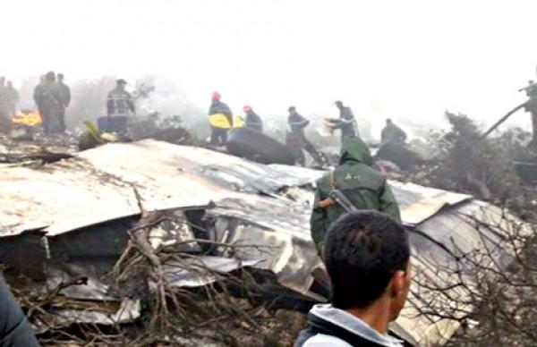 عاجل.. تحطم طائرة عسكرية إيرانية منذ قليل.. والدفع بفرق الطواريء للمكان