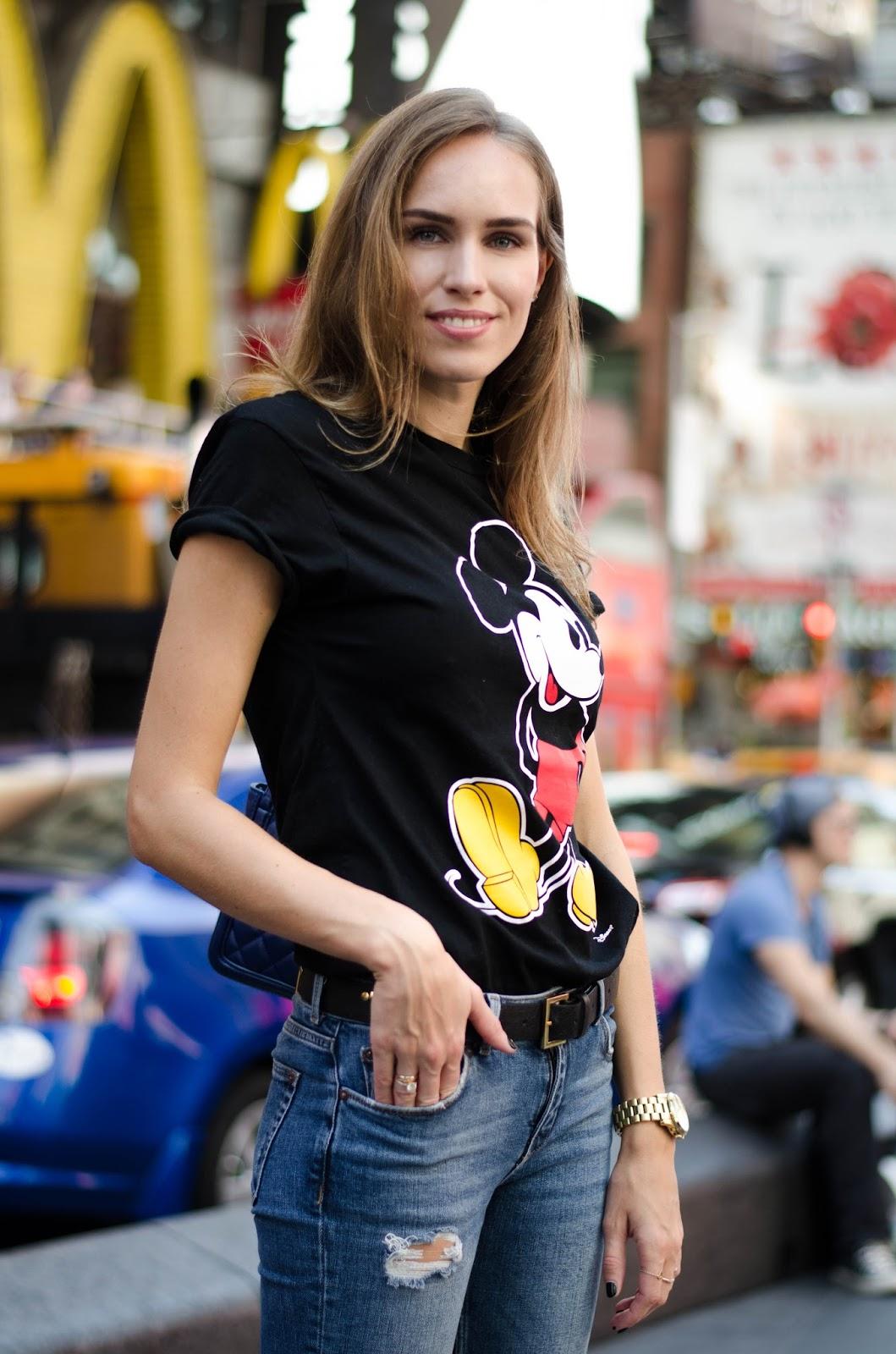 black printed tee skinny jeans outfit