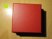 Schachtel Rückseite: Adventskalender als piratige rustikale Schatztruhe - 24 einzelnen Schatzboxen - Ideal für den Advent