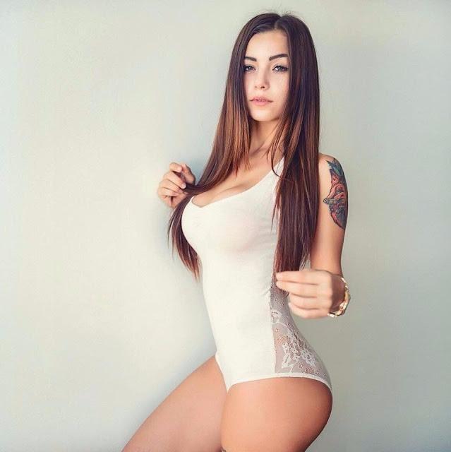 Melanie Pavola booty