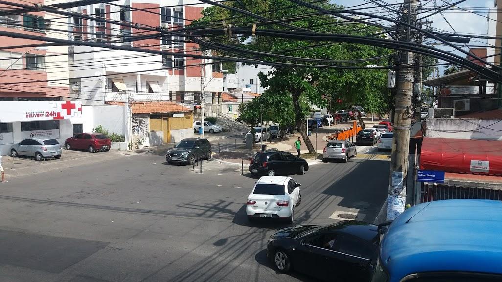 Policias da 12ªCIPM prendem dois elementos que praticavam assalto pela manhã na Rua Fonte do Boi e moradores aplaudem