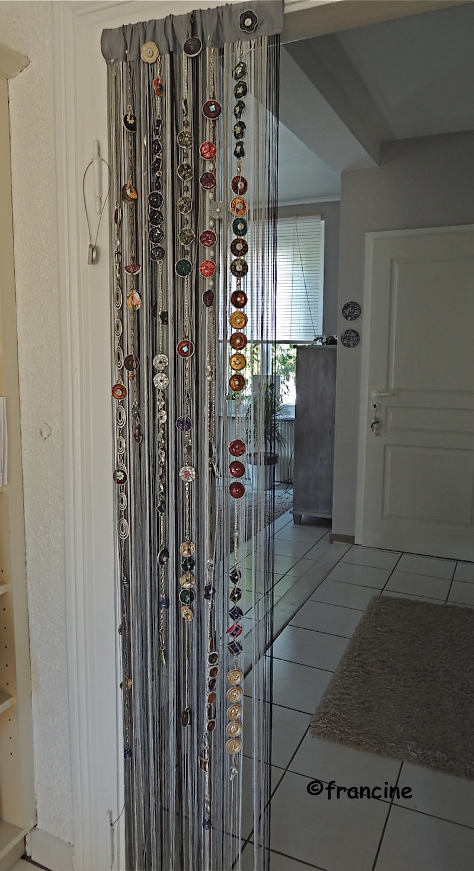 francine bricole le rideau capsules nespresso s pare le couloir de la cuisine. Black Bedroom Furniture Sets. Home Design Ideas
