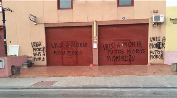 بعد استهداف القنصلية المغربية بطاراغونا عبارات تهديد بقتل مغاربة على واجهة مسجد