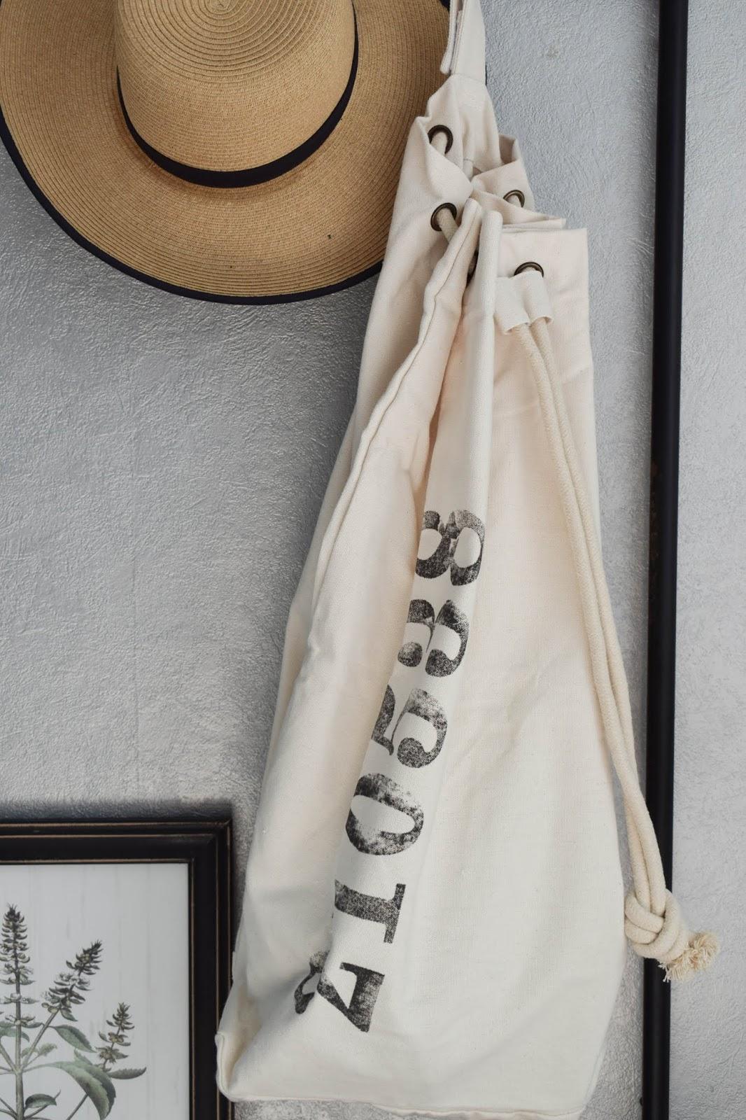 Garderobe Diele Flur Eingangsbereich Deko Dekoidee Interior Einrichtung WENKO Wäschesammler Wäschesack Aufbewahrung Werbung 6