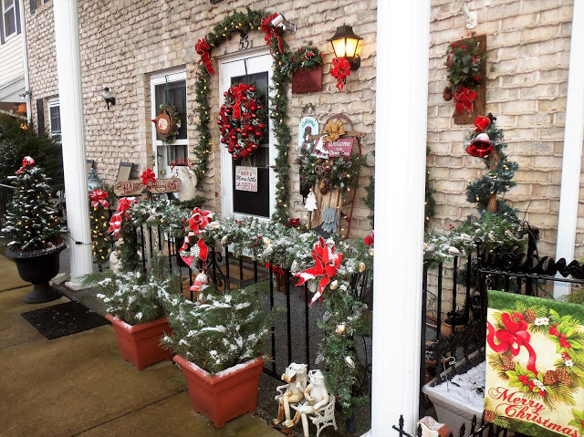 Christmas Front Porch and Yard, Christmas Home Tour, 2017