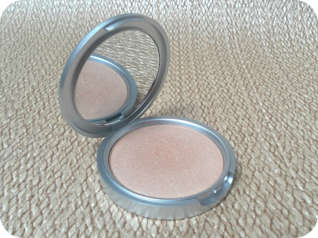 theBalm Mary-Lou Manizer Highlighter Review