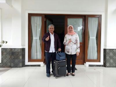 Serahkan Kunci Rumah Dinas, H. Iskandar SE dan Istri Resmi Tinggalkan Rumah Dinas