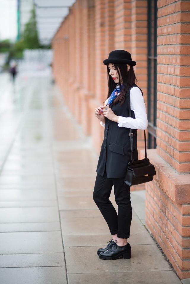 apaszka w eleganckiej stylizacji | stylizacja z kapeluszem i apaszką | apaszka | kolorowa apaszka | jak nosić apaszkę | blog modowy | blog o modzie | blogerka modowa | blogerka z Łodzi | blog szafiarski